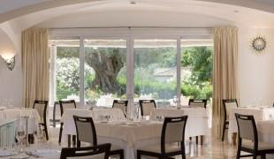 restaurant-hotellarocca-bajasardinia5